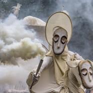 Уличный театр маски «Странствующие куклы господина Пэжо» в парках Казани 2020 фотографии