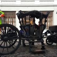 Памятник карете Екатерины II  фотографии