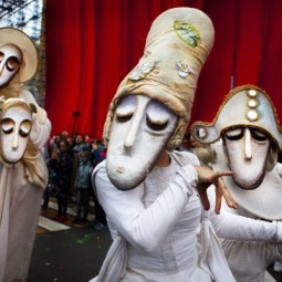 Уличный театр маски «Странствующие куклы господина Пэжо» в парках Казани 2020