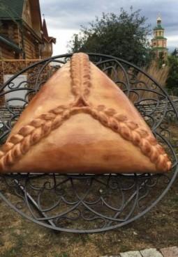 Памятник татарскому пирожку «Эчпочмак»