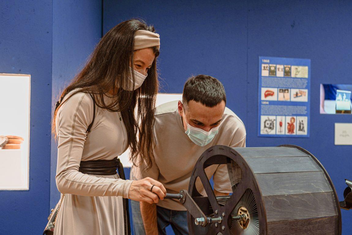 Лекция «История стереоизображения» навыставке «Пресинема» 2021