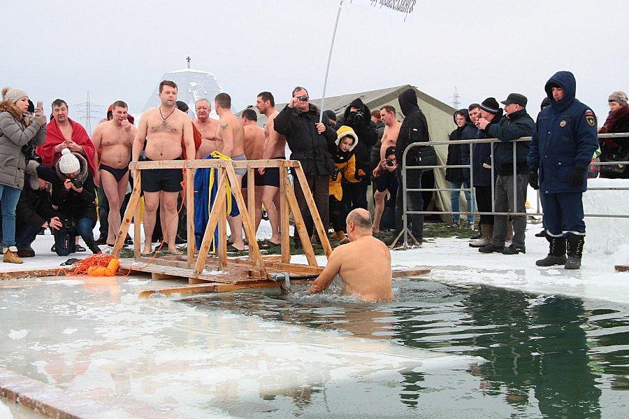 Крещенские купания вРаифском озере 2018