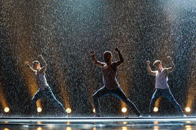 Шоу под дождем «Нам 10 лет» 2021