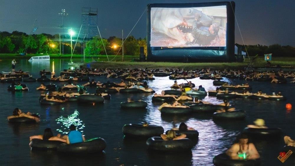 Кинопоказы под открытым небом наозере «Кабан» 2020