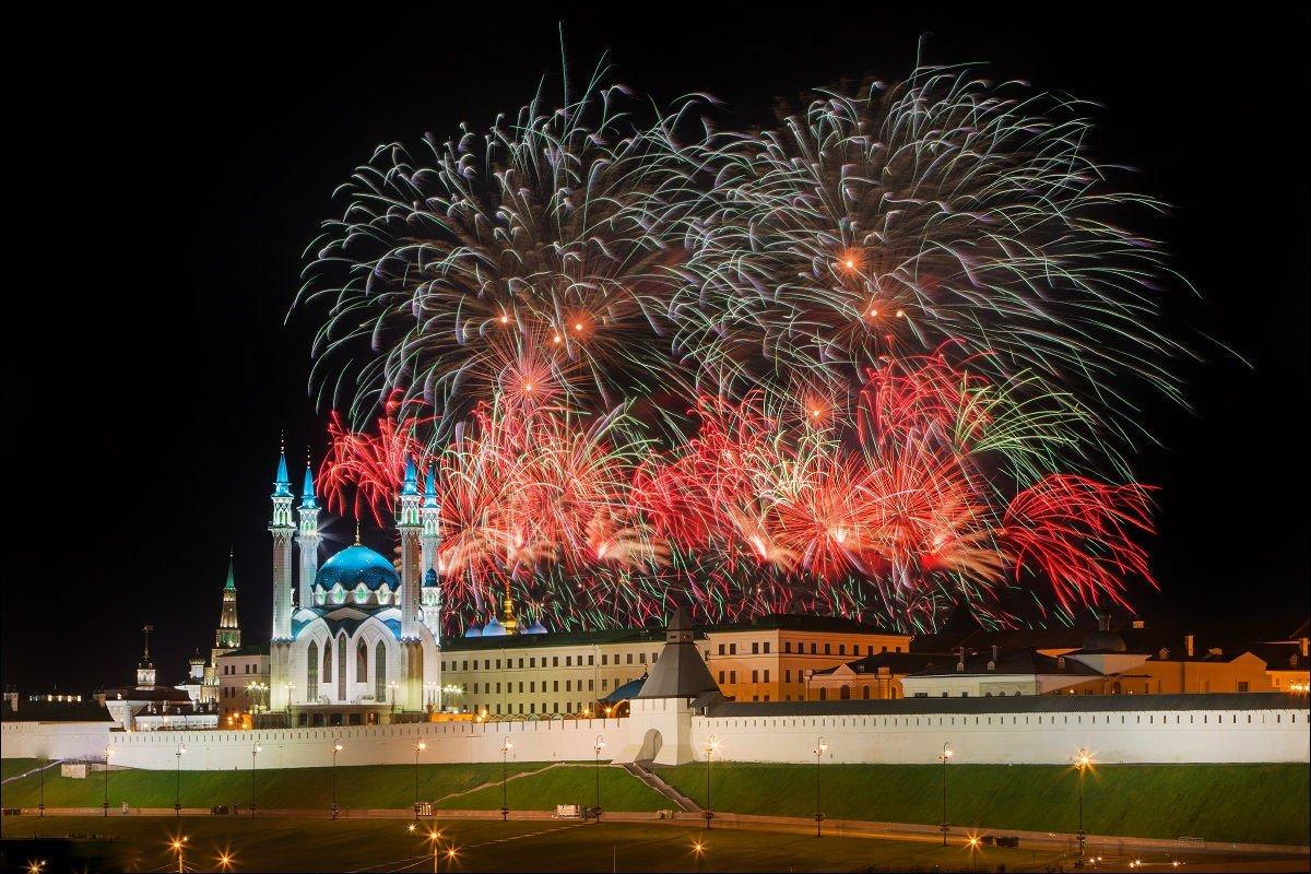 Праздничный салют вчесть присвоения Казани звания «Город трудовой доблести» 2020