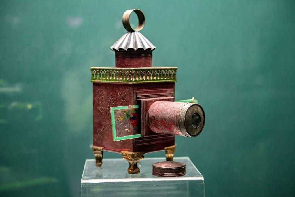 Выставка проекторов итеневых театров XIX «Волшебный фонарь»
